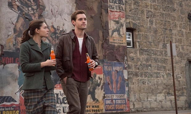 Juliana Crain (Alexa Davalos) and Joe Blake (Luke Kleintank) (Photo credit: Amazon)