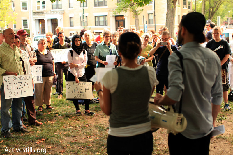 Prayer leaders welcome a crowd of Jewish and non-Jewish mourners to Coolidge Corner to commemorate Israel's 2014 attack on Gaza and call for justice for Palestinians and Israelis (Tess Scheflan of Activestills.org)