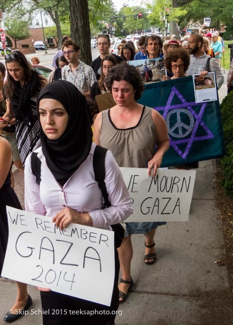 "Singing traditional Jewish peace songs like ""Lo Yisa Goy"", mourners walk through Coolidge Corner carrying photos of Palestinians killed by Israel's 2014 attacks and signs saying ""We Mourn for Gaza"" (Skip Schiel of teeksaphoto.org)"